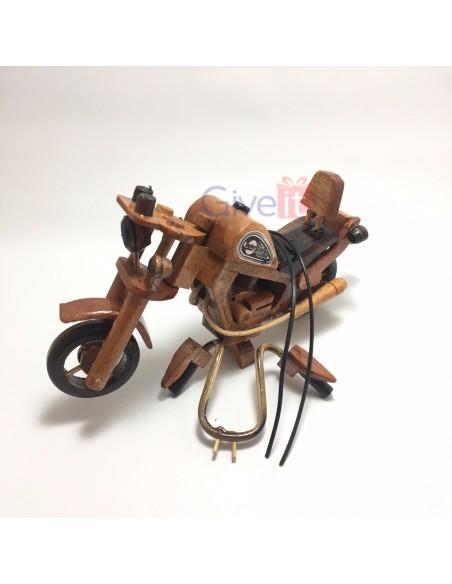 Motocicletă mică din lemn