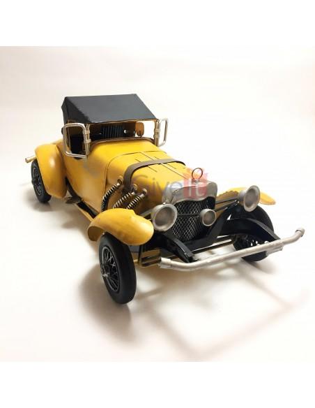 Mașină mare sport galbenă