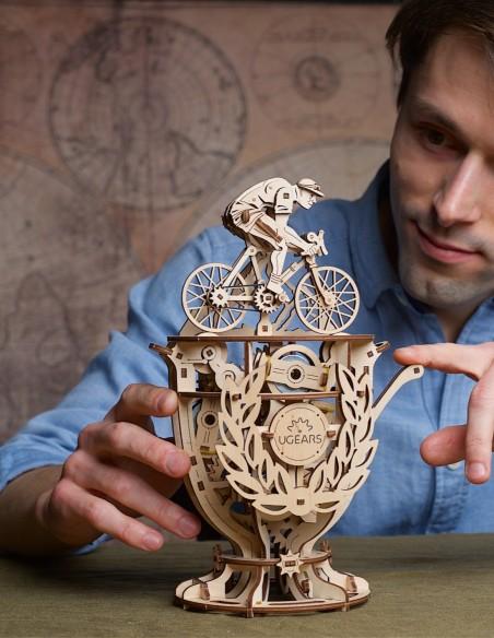 ugears ciclist automat puzzle 3D lemn model mecanic